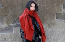 Tạo điểm nhấn cho trang phục mùa lạnh cùng chiếc khăn len