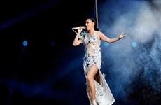 """Trang phục của Katy Perry tạo nên """"cơn sốt"""" tại Super Bowl 2015"""