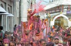 Người dân Ấn Độ tổ chức cầu may đầu Xuân với lễ hội sắc màu