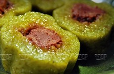 Tìm hiểu cách làm món bánh tét gia truyền của người dân Nam Bộ
