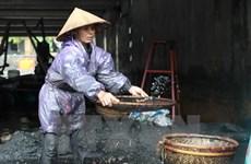 [Video] Hàng trăm người dân đổ ra suối mò than sau lũ ở Quảng Ninh