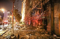 [Video] Biển quảng cáo karaoke hay những quả bom nổ chậm?