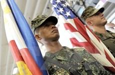 """Bộ trưởng Philippines nói về việc tiêm vắcxin """"lậu"""" cho binh lính"""