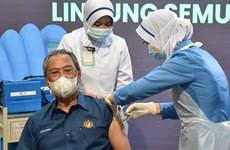 Malaysia bắt đầu triển khai chương trình tiêm chủng quốc gia