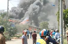 Thành phố Thủ Đức: Cháy lớn khiến ba căn nhà bị cháy rụi