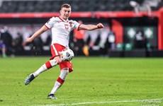 Tiền vệ Kacper Kozłowski không thích danh hiệu trẻ nhất