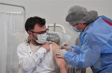 Mỹ cân nhắc bổ sung tác dụng phụ sau khi tiêm vaccine sử dụng mRNA