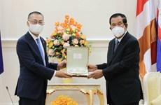 Thủ tướng Campuchia tiếp Đại sứ Việt Nam tới chào từ biệt