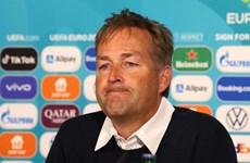 HLV Đan Mạch lên tiếng về quả phạt đền sau pha ngã của Sterling