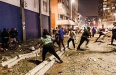 Hàng trăm người bị bắt trong các cuộc biểu tình bạo lực ở Nam Phi