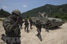 Xe tăng thiết giáp của Nga tới biên giới giáp Afghanistan