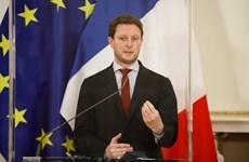 Pháp chỉ trích Anh phân biệt đối xử khi duy trì biện pháp cách ly