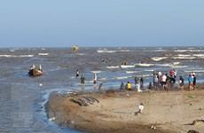 Quảng Trị: Triển khai tìm kiếm một học sinh mất tích do tắm biển