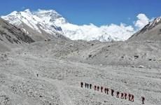 Dịch COVID-19: Trung Quốc chính thức cấm leo núi Everest