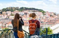 Bồ Đào Nha đón khách Anh trở lại sau khi dỡ bỏ các hạn chế phòng dịch
