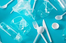 Trung Quốc cấm sử dụng đồ nhựa dùng một lần trên các chuyến bay
