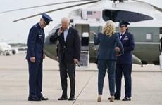 Máy bay chở phóng viên tháp tùng ông Biden bị ve sầu 'cản đường'