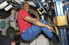 NASA và Tide hợp tác trong thử thách giặt đồ trên không gian