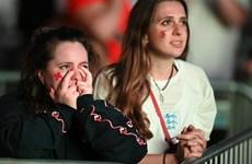 Cảm xúc lẫn lộn của người Anh trên thánh địa Wembley