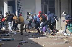 Chính phủ Nam Phi đề nghị triển khai 25.000 binh sỹ trấn áp bạo động