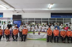 Kiều bào tỉnh Udon Thani chia sẻ khó khăn với lưu học sinh ở Thái Lan