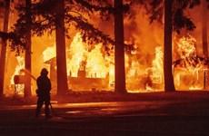 Mỹ: Cháy rừng tạo ra hình thái thời tiết riêng tại California