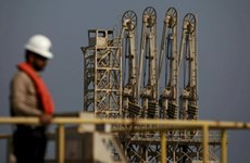 Giá dầu thế giới giảm do lo ngại về số ca mắc COVID-19 gia tăng