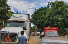 Hòa Bình: Xe đầu kéo va chạm môtô khiến 2 người tử vong