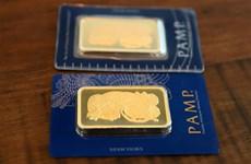 """Giá vàng châu Á """"neo"""" gần mức cao nhất trong hơn 2 tháng"""