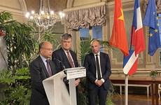 Việt Nam tăng cường giao lưu kinh tế, văn hóa với các địa phương Pháp