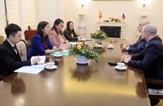 Tham vấn Vụ Thông tin Báo chí Bộ Ngoại giao hai nước Việt-Nga