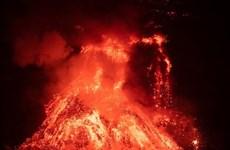 Dung nham núi lửa Cumbre Vieja chôn vùi thêm nhiều ngôi nhà