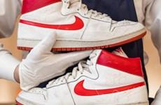 """Đôi sneaker của Michael Jordan """"được giá"""" cao kỷ lục 1,47 triệu USD"""
