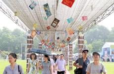 [Photo] Nhộn nhịp ngày hội Sách tại Hoàng thành-Thăng Long