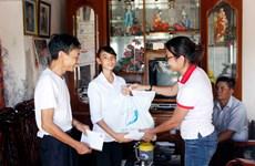 Tập đoàn Hương Sen tặng 350 suất quà cho các học sinh Nam Định