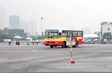 [Video] Thót tim với những màn biểu diễn của lái xe buýt Hà Nội