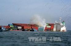 Một container trên tàu chìm ở biển Vũng Tàu bốc cháy