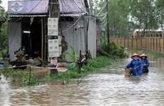 Mưa lớn gây ngập lụt miền Trung, làm 15 người chết