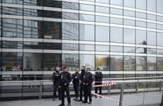 Cảnh sát Pháp mở rộng quy mô tìm kẻ xả súng tại Paris