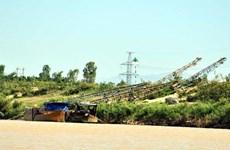 Hiểm họa khó lường từ khai thác cát trái phép ở Quảng Nam