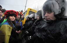 Mỹ dọa trừng phạt Ukraine nếu không dừng bạo lực