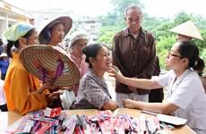 Khám và cấp thuốc miễn phí cho người nghèo ở Điện Biên