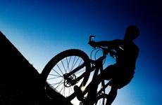 Anh giáo nghèo Argentina đạp xe 18 ngày tới Brazil xem World Cup