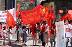 Người Việt tại Áo tiếp tục tuần hành phản đối Trung Quốc