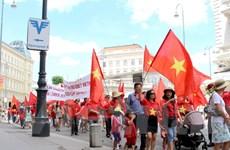 [Photo] Cộng đồng người Việt tại Áo biểu tình phản đối Trung Quốc