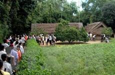 Thanh thiếu niên Việt Kiều xúc động, thành kính về thăm quê Bác
