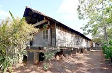 """Nhà sàn dài truyền thống Êđê tại Đắk Lắk có nguy cơ bị """"xoá sổ"""""""