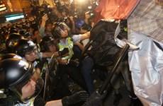 """Người biểu tình Hong Kong """"tấn công du kích"""" suốt đêm"""