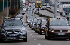 Pháp: Lái xe taxi ở Paris biểu tình phản đối dịch vụ Uber