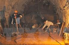 Vụ sập hầm thủy điện: Khoan hầm cứu hộ tiến thêm được 20m